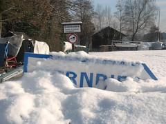 Bernried Schild im Schnee (christophrohde) Tags: bernried bayern bavaria tutzing schnee schild schilder