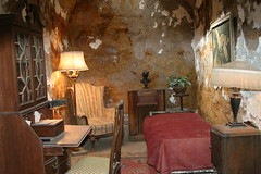 Al Capone's Cell (eyriel) Tags: philadelphia furniture famous cell prison jail imprison
