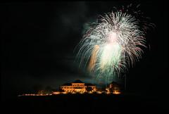 Johannisberg/Rheingau: Schloss Johannisberg - WeinStocks.de (DieBuben.de) Tags: castle architecture night nightshot fireworks schloss nachtaufnahme weinberg feuerwerk johannisberg elitecastlepicture canon5dmarkiii ef247028liiusm weinstocksde