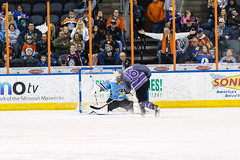 "Missouri Mavericks vs. Alaska Aces, December 16, 2016, Silverstein Eye Centers Arena, Independence, Missouri.  Photo: John Howe / Howe Creative Photography • <a style=""font-size:0.8em;"" href=""http://www.flickr.com/photos/134016632@N02/30912767204/"" target=""_blank"">View on Flickr</a>"