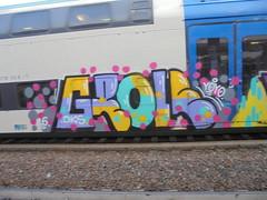 192 (en-ri) Tags: grole dks yoyo 16 2016 train torino graffiti writing giallo lilla pallini rosa