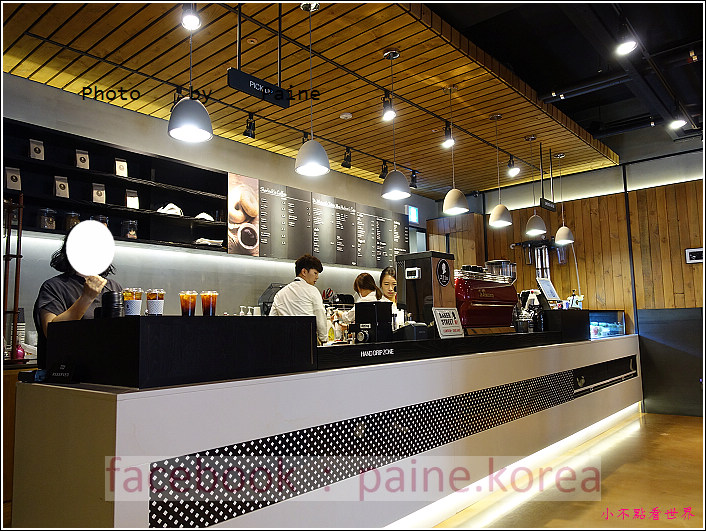 江南221B in Seoul coffee lounge (7).JPG