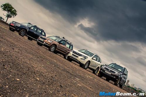 2015-Mahindra-XUV500-vs-Skoda-Yeti-vs-Tata-Safari-Storme-vs-Renault-Duster-AWD-16