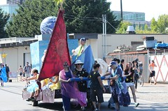 Pulling the World (Chicago John) Tags: seattle fair fremont parade solstice 2015 fremontfair