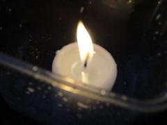 Bougie (HELLO-PITCHOU) Tags: coteaux bueren plastique noir blanc jaune feu bougie nuit