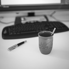 20170128-L1104117.jpg (RD B) Tags: kaffee monitor trinken essenundtrinken tastatur computer fühler samsungu32d970q other pc coffee keyboard pen kist bayern germany de