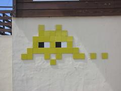 Space Invader CON_02 (tofz4u) Tags: france yellow jaune tile mosaic spaceinvader spaceinvaders invader 40 mosaque artderue landes contis contisplage con02