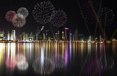 Feu d'artifice à Doha, Quatar.❤️ (leptitvoyageur) Tags: voyage city travel night fire eau doha feudartifice quatar