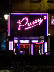 Pussy (Toni Kaarttinen) Tags: paris france night lights evening frankreich pussy frana montmartre striptease frankrijk bouncer prizs francia iledefrance parijs parisian pars  parigi frankrike pigalle  pary   francja ranska pariisi  franciaorszg  francio parizo  frana