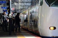 Departure (Teruhide Tomori) Tags: jr 京都駅 日本 プラットホーム 出発 列車 特急 haruka はるか train railway railroad japon japan kyoto japanrailway