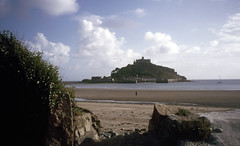 img882 (foundin_a_attic) Tags: 1984 st michaels mount mullion ctcoe cadgwith falmouth rose land cornwall sea cost waves sky clouds light beach castle causeway cobbled country crossing cut england island isolated low mountsbay off penzance seaweed stmichaelsmount tide uk west