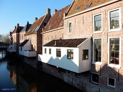 ...Hangende keukens... (cegefoto (temporarily less active)) Tags: 117picturesin2017 zeldzaam rare hangendekeukens hanigingkitchens appingedam groningen thenetherlands middeleeuws medieval damsterdiep kanaal canal bevroren frozen