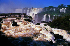 Iguazu Falls, Argentina & Brazil (Thad Roan - Bridgepix) Tags: 200511 travel bridge brazil argentina photo waterfall photos bridges falls waterfalls iguazu iguazufalls iguaufalls iguasu fozdoiguau cataratasdeliguaz cataratasdoiguau puertoiguaz bridgepix bridgeblog