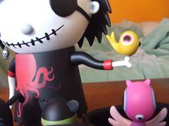 scarygirl and the kitty (ophelia87) Tags: toys vinyl kidrobot urbanvinyl scarygirl vinyltoys nathanjurevicius