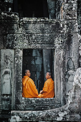 Duo in Bayon (nicointhebus (nicolas monnot)) Tags: 2005 travel people travelling temple asia cambodia 500v20f buddhist monk buddhism southeast angkor wat oneyear siemrap fivestarsgallery fsgarchi
