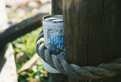 beercan (charlie_smooth) Tags: old lake wisconsin oldstyle post rusty style can rope lakewisconsin oct2006 dekorra whalengrade