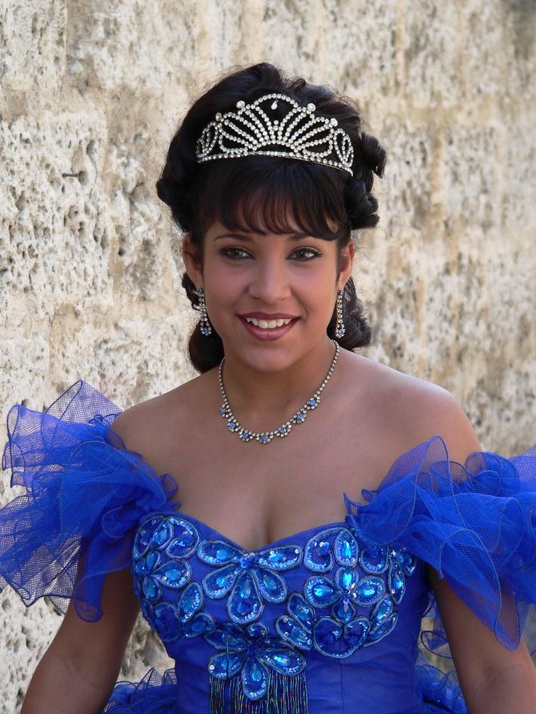 La cubana es la reina del Eden.....(fotos de bellezas en Cuba) 132319363_0824d8ce26_b