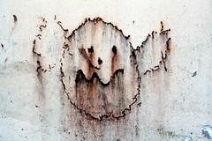 Tehtaankadun kummitus (Pasi 68) Tags: streetart strange ghost blurred owl pöllö outo sotku tehtaankatu kummitus