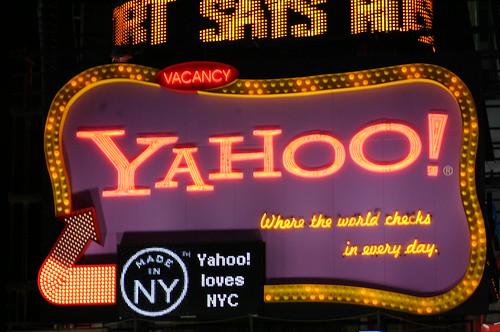 letrero de Yahoo en Time Square