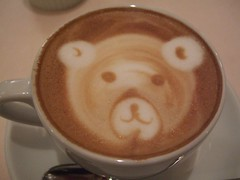 Cappuccino (toyohara) Tags: bear dog art coffee japan italian italia 2006 pooh cappuccino latteart kumasan cappoohchino