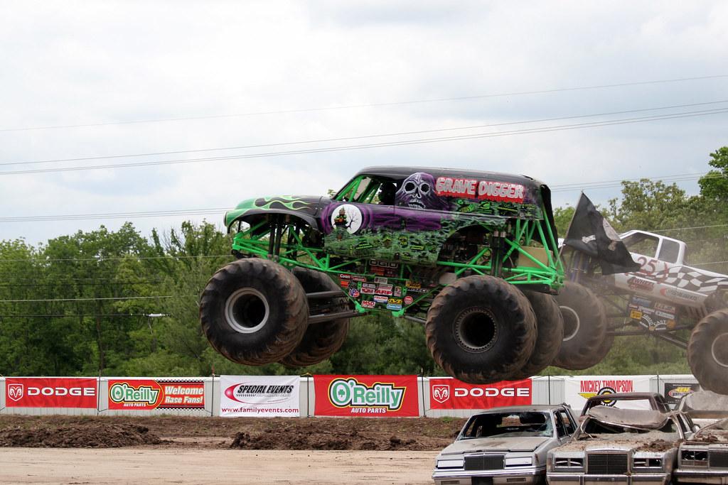 Monster Trucks Grave Digger No Match