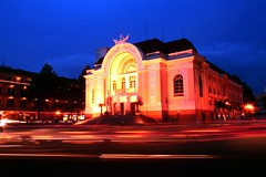 opera house (Farl) Tags: travel heritage colors architecture french lights evening asia ray traffic dusk colonial vietnam slowshutter operahouse saigon hochiminh phototip bluelist