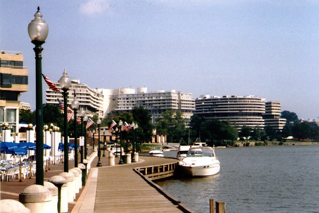 DC - Georgetown: Washington Harbour and Watergate Complex
