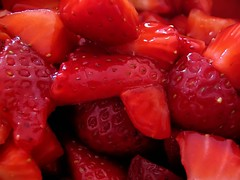Strawberry fields forever (Sysy *) Tags: red macro catchycolors strawberries