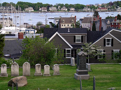 Marblehead, Massachusetts (adamantine) Tags: houses sea friedhof cemetery boats evening harbor town seaside marblehead village massachusetts cementerio gravestone lovely harborside seaport seacoast cimetire cimiteri 01945