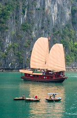 Chinese Junk (Kalabird) Tags: ocean travel vacation boats bay junk asia ship vietnam halongbay seaofthedescendingdragon canonef70200mmf4lusm