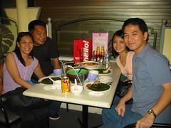 CLICK TO ENLARGE. sina tin at ronald, ang aming mga bagong kaibigan sa singapore. nakasama namin silang nag dinner last saturday.