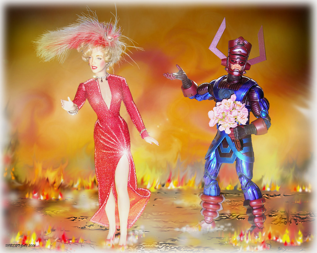 TOYS- GALACTUS-THE WORLD DEVOURER: GALACTUS LACKS GALS