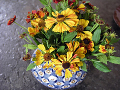 the vase of aunt Grete and their favourite flowers - do you know the name of the flowers? In German Goldlack (rotraud_71 away again ~) Tags: flowers green yellow ceramics handpainted vase majolica 80yearsold goldlack tablefromoilshale bunzlau