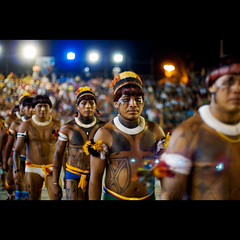 earth's warriors ( Tatiana Cardeal) Tags: pictures brazil people southamerica topf25 festival brasil digital photo native picture culture photojournalism documentary 2006 tribal brazilian invenciblespirit tatianacardeal fotografia indios ethnic indien cultura indigenous brsil
