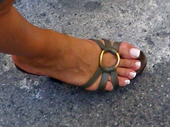 forcella street, milano (pucci.it) Tags: feet shoe toe zoom sandals candid milano mules nailtoe