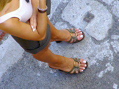 forcella street, milano (pucci.it) Tags: feet shoes toe zoom sandals candid milano mules nailtoe