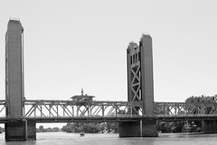 Tower Bridge BW 8499 (casch52) Tags: bridge blackandwhite tower 20d architecture canon vintage river photo 1940s photograph span truss 2880 engeneer 284l casch familygetty