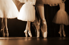Pendant le spectacle (Nadia (no awards please !)) Tags: feet sepia dance julien dancers danse pieds tutu pointes danseuses écolededanse exploreofcourse
