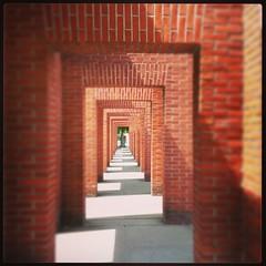 Schattenspiele (goblin2601) Tags: frankfurt architektur per deutsche roter backstein kirkeby nationalbibliothek backsteinskulptur adickesallee instagram