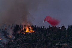Dropping In - Willow Fire, California (Darvin Atkeson) Tags: mountains forest fire smoke flames nevada sierra helicopter willow inferno forestfire blaze firefighters basslake oakhurst wildfire darvin atkeson darv lynneal yosemitelandscapescom
