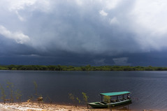 Rio Negro - Amazonas (Rodrigo.Lopes) Tags: rio negro amazonas amazon river barco boat nuvens clouds chuva rain tempestade storm dark water forest rainforest floresta ngc