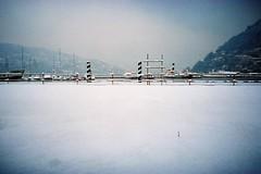 Una lomogenica nevicata... (sirio174 (anche su Lomography)) Tags: lomolca neve snow lomography como inverno winter freddo cold italia italy cantiere paratie lago lungolago scempio lake
