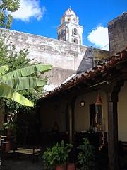 Buscando una sombra desesperadamente (tunante80) Tags: trinidad cuba america españa caribe unesco patrimoniodelahumanidad canchanchara colonial historia mar wow