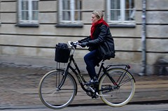 I want to ride my bicycle (os♥to) Tags: sony alpha77ii a77ii ilca77m2 january2017 bike bicycle cykel fahrrad bici vélo velo bicicleta fietssykkel rower street candid streetphotography people
