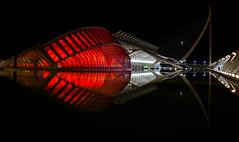 Futuro II (alcahazada) Tags: valencia cac ciudadartesyciencias nocturna urbana arquitetura luces reflejos rojo night urban red reflections architecture lights outdoor