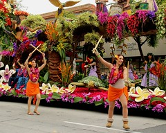 DOLE : Spirit of Hawaii (Prayitno / Thank you for (12 millions +) view) Tags: konomark tor tournament roses rose parade 2017 pasadena ca california young beautiful beauty sexy hot short skirt girl female woman women dancer dancers orange traditional costume hawaii polynesian dances just walking colorful float decoration entry outdoor day time gloomy morning la los angeles