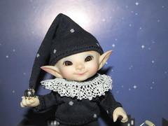 IMG_1975 (cat-soft paws) Tags: bell smile joy улыбка радость колпак бубенчик сказочный fabulous tale сказка stars night звезды ночь gnome гномик гном indoor soso сосо реалпуки realpuki одежда bjd cap tshirt pants clothing