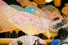 Sensu (Eric Flexyourhead) Tags: higashiyama higashiyamaku 東山区 kyoto 京都市 kansai 関西地方 japan japanese fan sensu foldingfan shop store display shallowdepthoffield sonyalphaa7 zeisssonnartfe55mmf18za zeiss 55mmf18