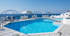 Zon, zee en rust (Fotografie, Gouda) Tags: blue sea holiday vakantie nikon blauw zwembad zee swimmingpool greece samos griekenland ormos middellandsezee egeschezee ormosmarathokampos nikond7200 lasschuyt rinuslasschuyt