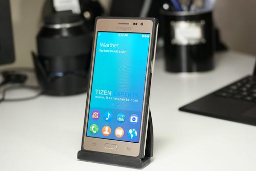 "Samsung-Z3-Developer-Device-TM1-Tizen-Experts-14 • <a style=""font-size:0.8em;"" href=""http://www.flickr.com/photos/108840277@N03/20110525240/"" target=""_blank"">View on Flickr</a>"